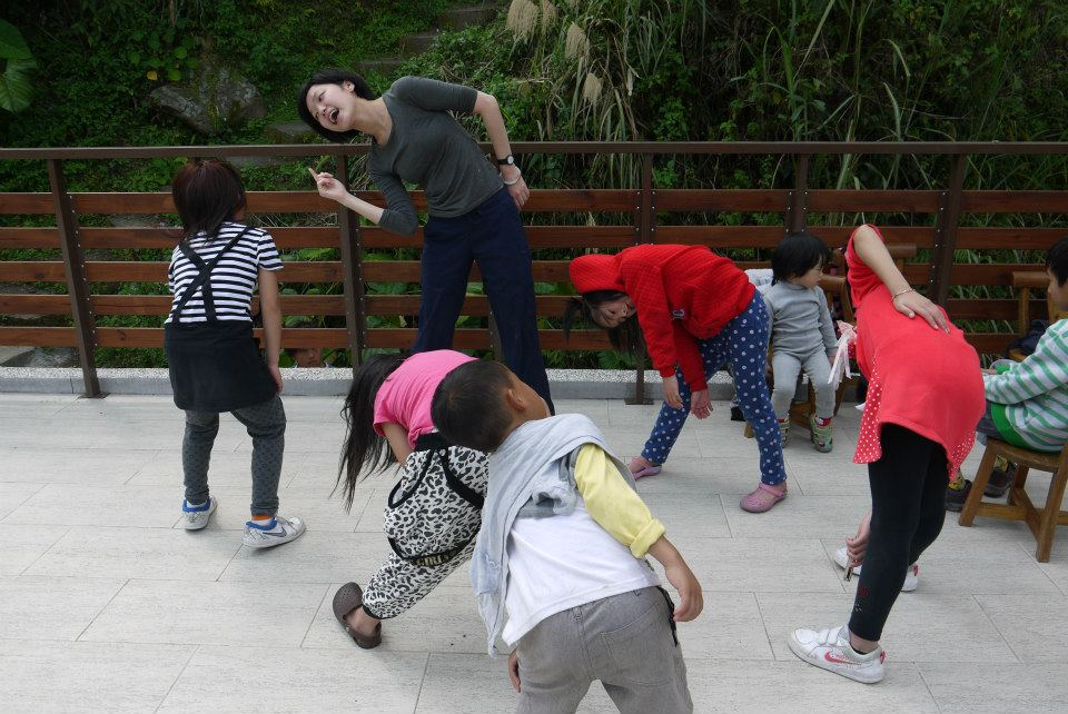 2013 5/10-12 Artistic Expression Through Motion 肢體生活營課程 (青山國小 Tainan)