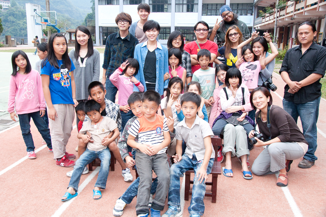 Volunteers!  Photo courtesy Jon Burke 白炯涵