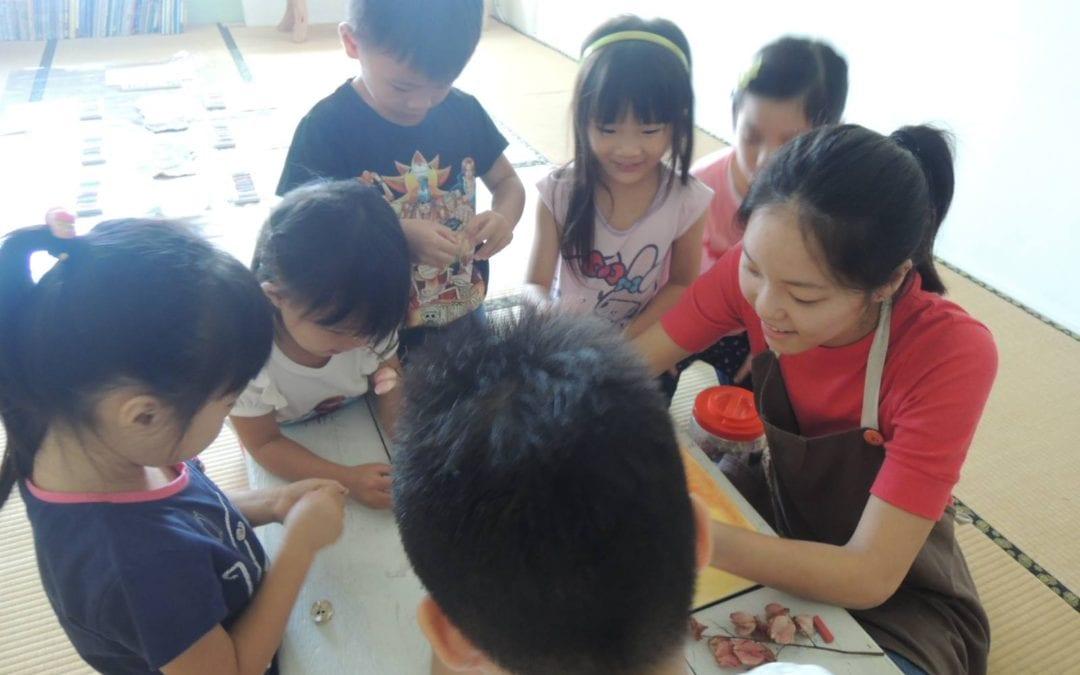 Helping Hands – Teacher Ichi Lin 林奕其