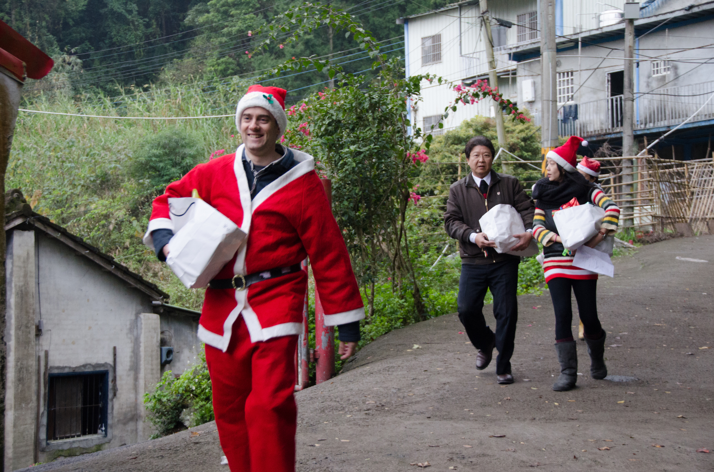 "Project Wrap Up – December 2012 Christmas Cheer Part I ""Santa JiaXin's Wishlist & Delivery"""